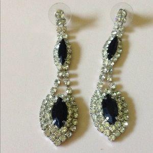 Jewelry - Rhinestones long earrings